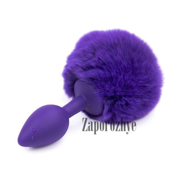 Анальная пробка фиолетовая силиконовая с фиолетовым помпоном Lovetoy
